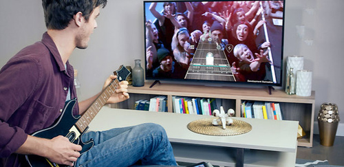 Guitar Hero Live, you do rock and the public reacts